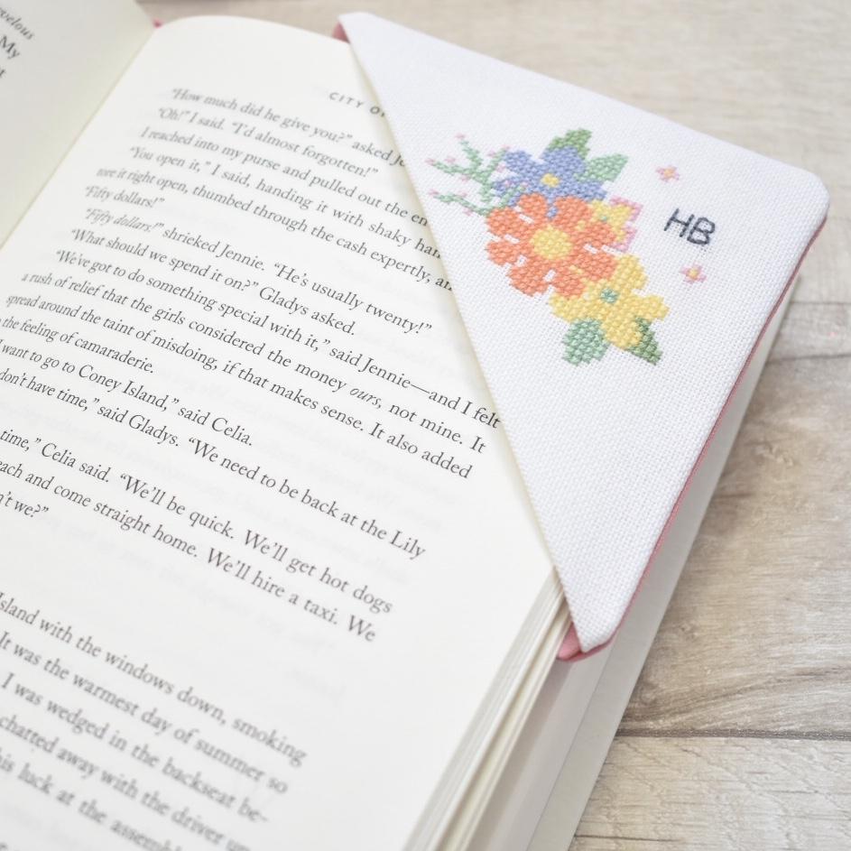 cross-stitch-corner-bookmark