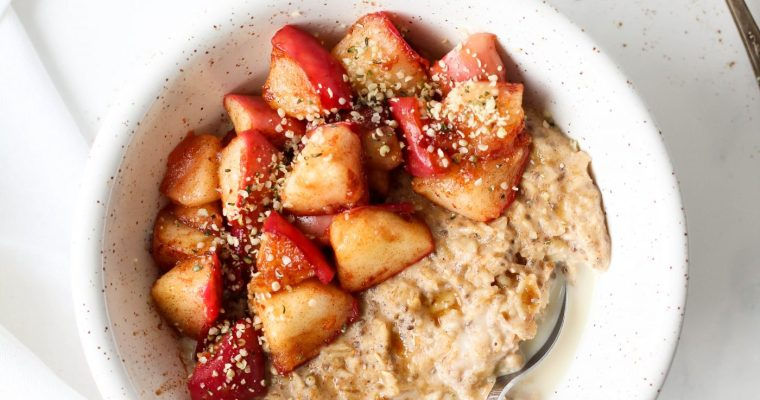Spiced Oatmeal with Warm Cinnamon Apples