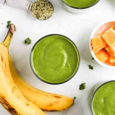 Start your day off with a tasty, healthy and filling green power smoothie! This easy smoothie recipe is packed with all the healthy ingredients you need to feel full and energized in the morning. Vegan and gluten-free!