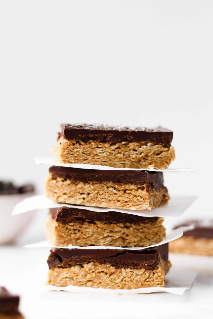 Delicious and healthy chocolate peanut butter bars made with simple ingredients like peanut butter, oats, honey and chocolate. These no bake chocolate peanut butter oatmeal bars are a great sweet snack or healthy dessert straight from the fridge. Easy and gluten-free!