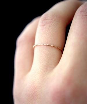 Rose Gold Thin Twist Ring