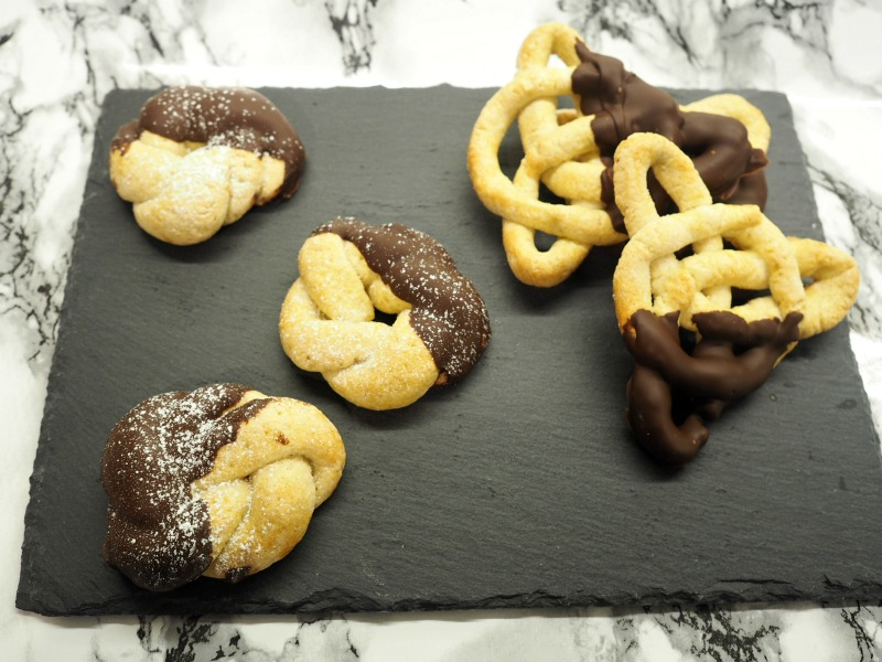 bake off tudor jumbles chocolate celtic knot biscuits