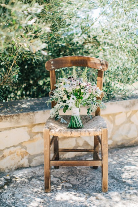 Flower bouquet by Fabio Zardi captured by professional wedding photographer during a destination wedding in Agreco farm in Crete.
