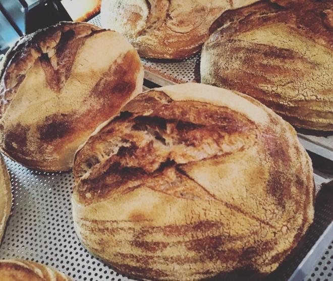 Surdegsbröd gjord på emmermjöl