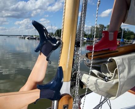 …mit Boots am Mast.