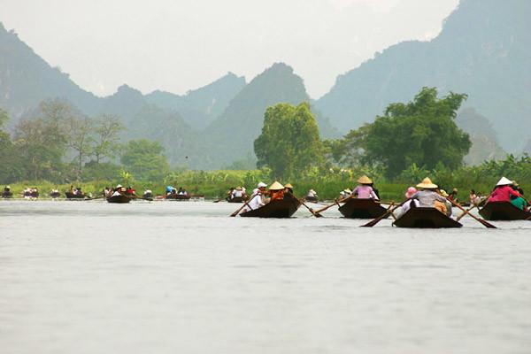 travel hanoi perfume pagoda