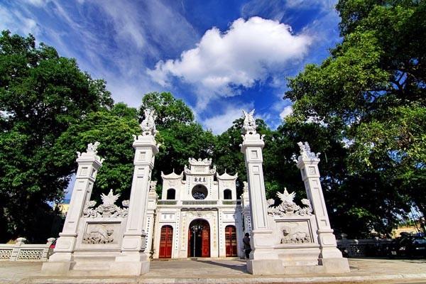 travel hanoi quan thanh temple