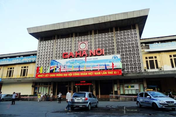 travel hanoi train station
