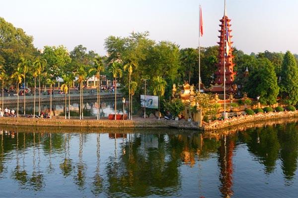 travel hanoi tran quoc pagoda