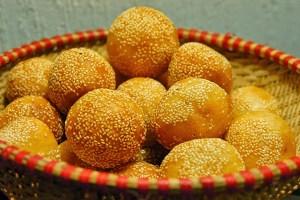 Bánh Rán (Vietnamese Donuts)