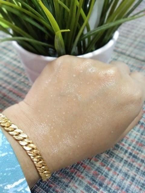 kelihatan titisan air pada permukaan kulit