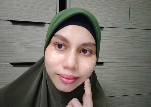 Sapu Gel Aqua Whitening Cream pada keseluruhan wajah