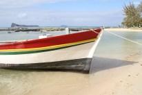 Fischerboot in den Nationalfarben