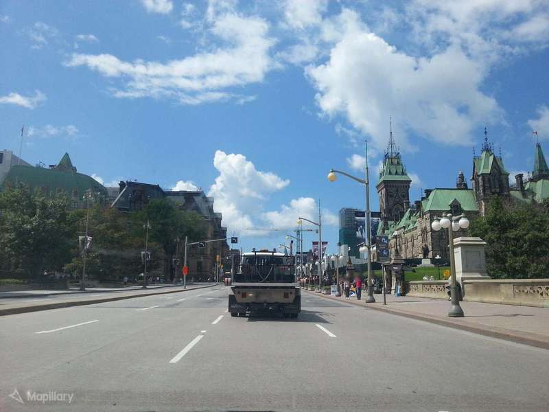 Confederation Blvd, north of the National War Memorial (photo: Mapillary - the logical violinist)