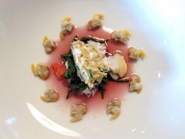 蜘蛛蟹奶油、蟹肉、小蛤貝、海茴香等所做成的前菜