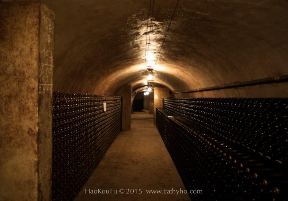 香檳酒廠裡的酒窖,放著許多還在陳年的香檳