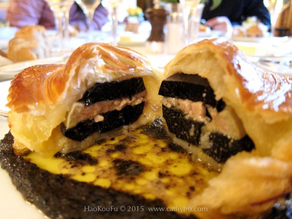 法國巴黎三星餐廳眾神之食(l'Ambroisie) 的黑松露千層酥(Feuillete de truffe fraîche «Bel Humeur»)