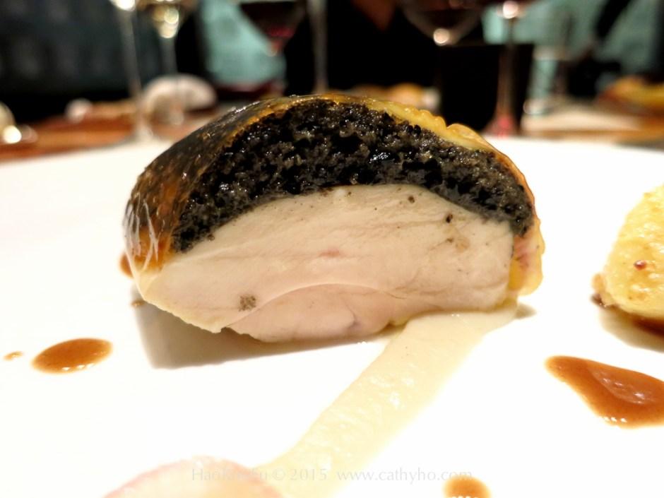 東京的米其林二星餐廳Cuisine[s] Michel Troisgros 的黑松露奶油布列斯雞