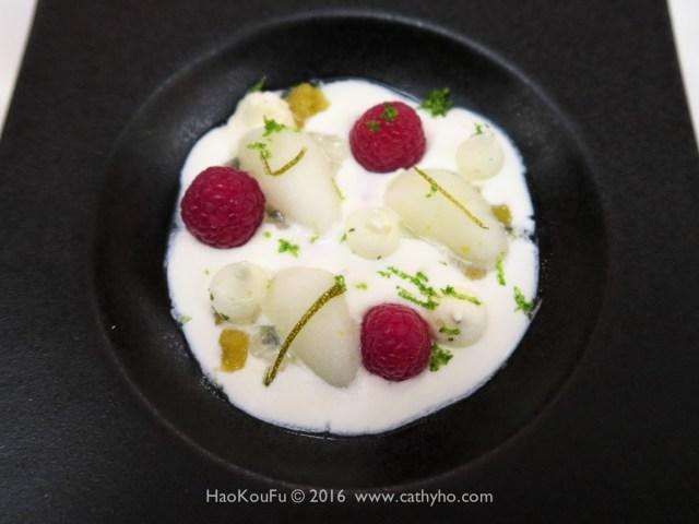 相當清爽好吃的甜點 - 法式白乳酪加上新鮮覆盆子和香檸柚子冰沙