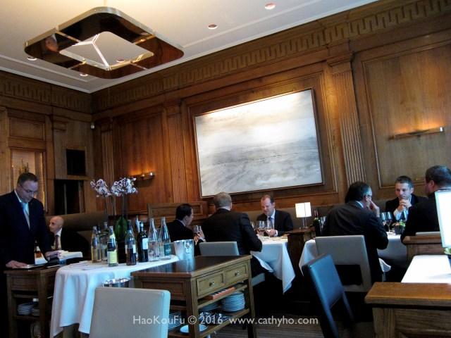 Taillevent的用餐區,午餐時段以商務客人居多