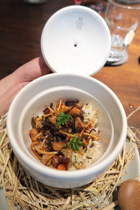 靈感來自豬油拌飯的「台灣米、豬肉、松露」,RAW這道嘗起來有濃濃台灣風味的炊飯,裡面還有一點點豬油丁,讓米飯滋味更添圓潤甘香