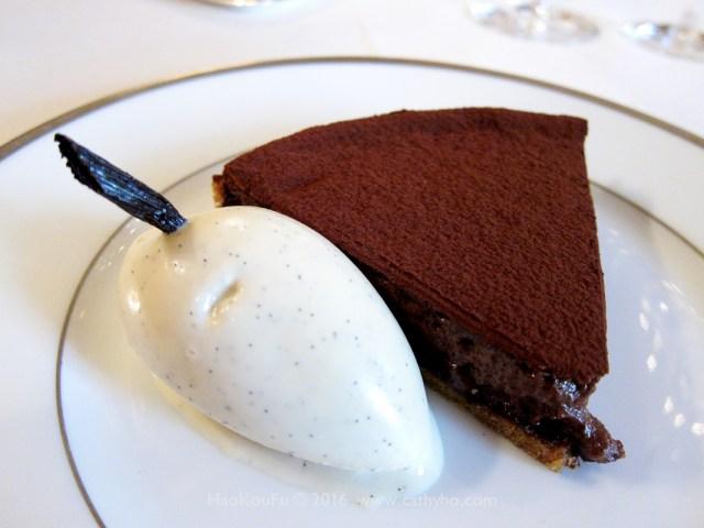 可可粉巧克力塔佐波旁香草冰淇淋 Tarte fine sablee au cacao amer, glace a la vanille Bourbon