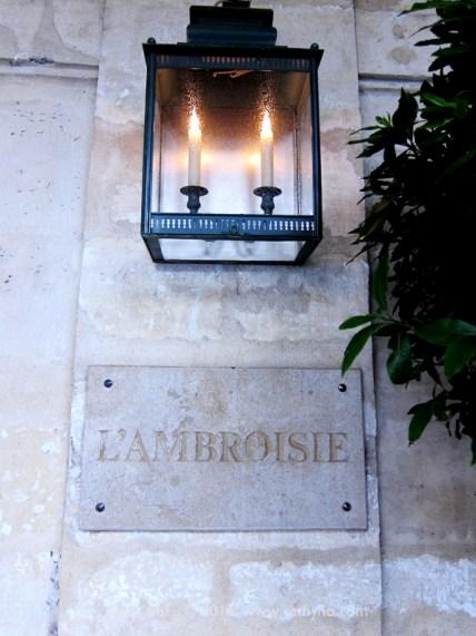 l'Ambroisie 極為樸實的招牌,一個不留神,便很可能錯過...