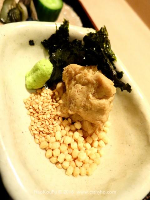鯛肉味噌、海苔、芥茉、白芝麻、香酥小米菓粒組成的食事配料