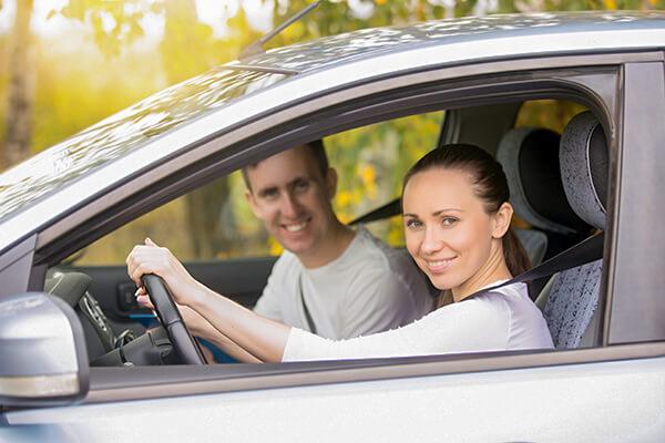 車に「乗せてくれる?」や「乗ってきなよ」は英語で?