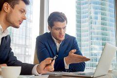 ビジネスシーンでよく使われる「意見を述べる」の英語表現