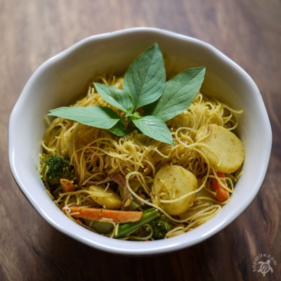 Singaporean Curried Vegetable Noodles