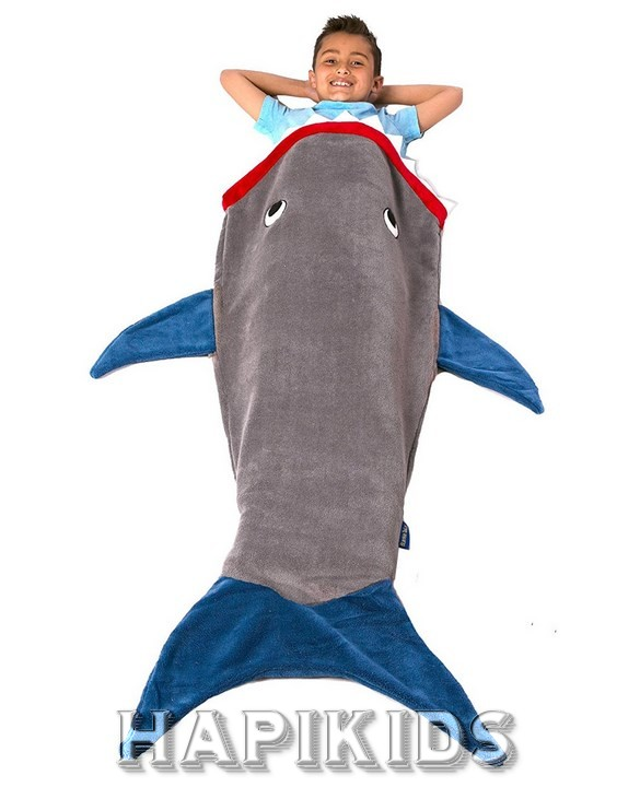 Одеяло в виде акулы