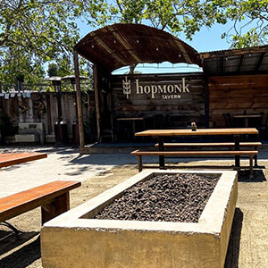 Live music at Hopmonk Sebastopol outdoors