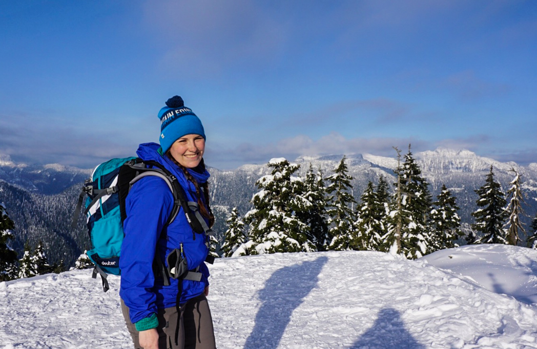 What to wear for winter hiking and snowshoeing