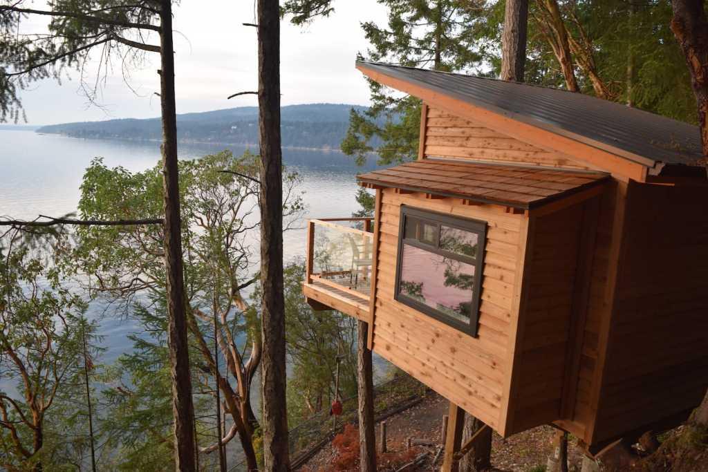 Oceanfront tree house cabin on Salt Spring Island