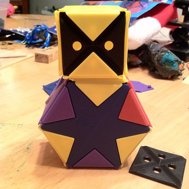 A toy to educate and create with kids