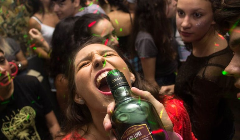 10 Reasons Why You Should Have A House Party