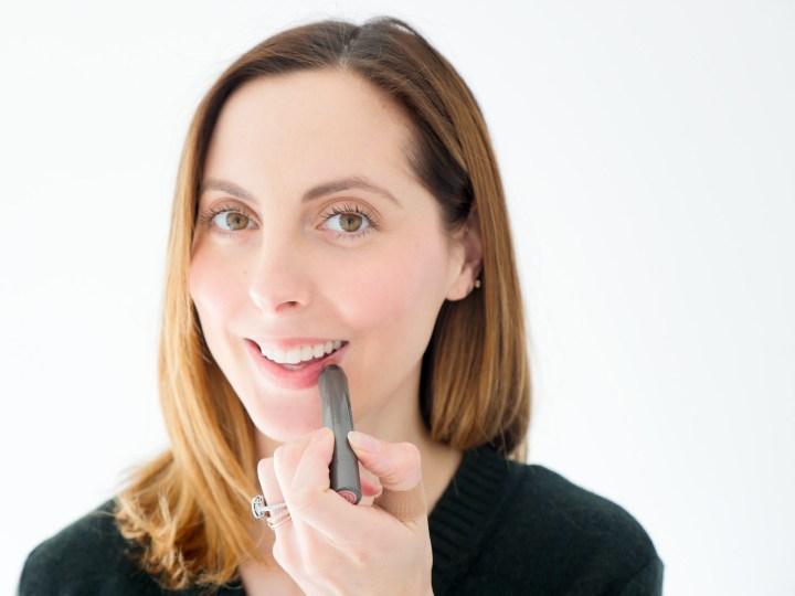 Eva Amurri Martino applies Juice Beauty's luminous lip crayon