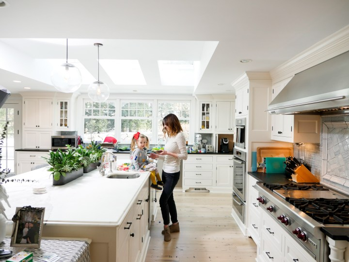 EVa Amurri Martino cooks with her daughter marlowe in her Connecticut kitchen