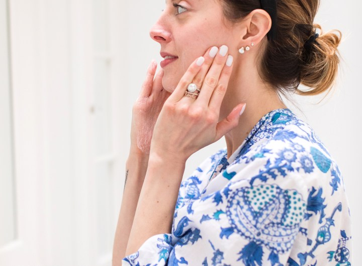 Eva Amurri Martino applies facial cream