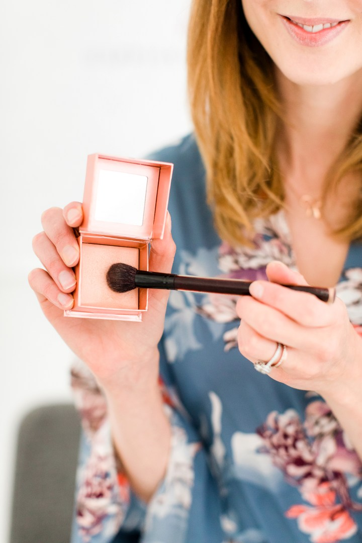 Eva Amurri Martino applies highlighter as part of her photo shoot makeup tutorial