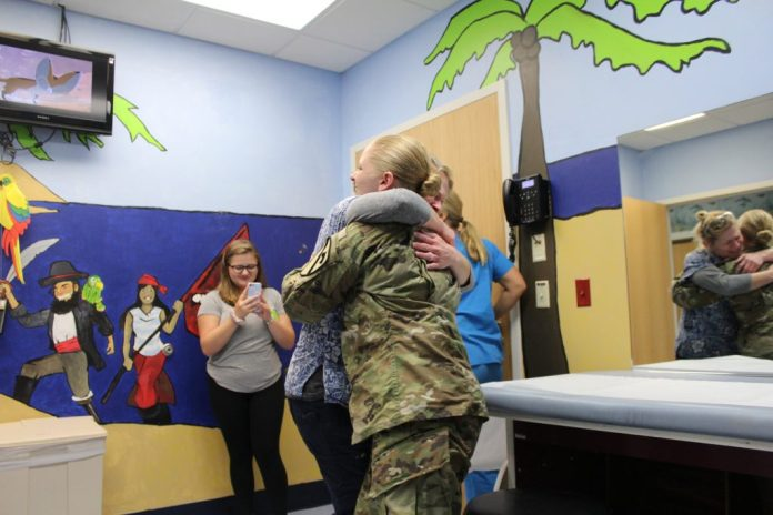 Soldier daughter surprises nurse mom