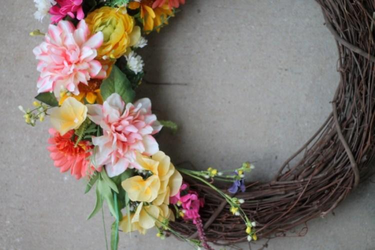 DIY Spring Floral Wreath | read more at happilythehicks.com