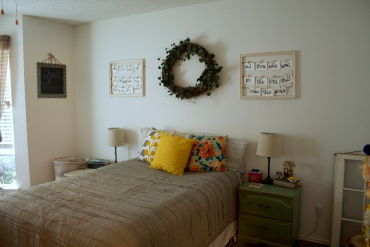 Bedroom Decor Easy DIY Projects | read more at happilythehicks.com