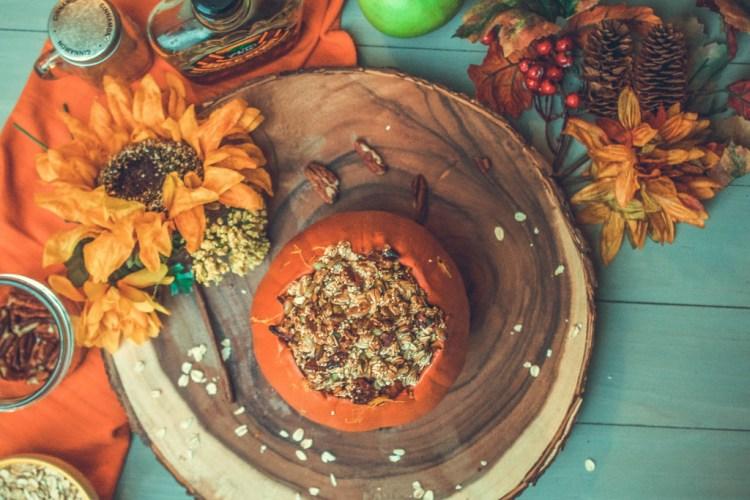 Pumpkin Apple Crisp (a healthier holiday recipe)   read more at happilythehicks.com
