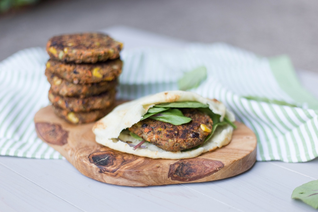 Sweet Potato and Black Bean Veggie Burger | read more at happilythehicks.com