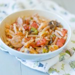 Quinoa Pasta Veggie & Sausage bowl- delicious, nutritious and easy to make. | read more at happilythehicks.com