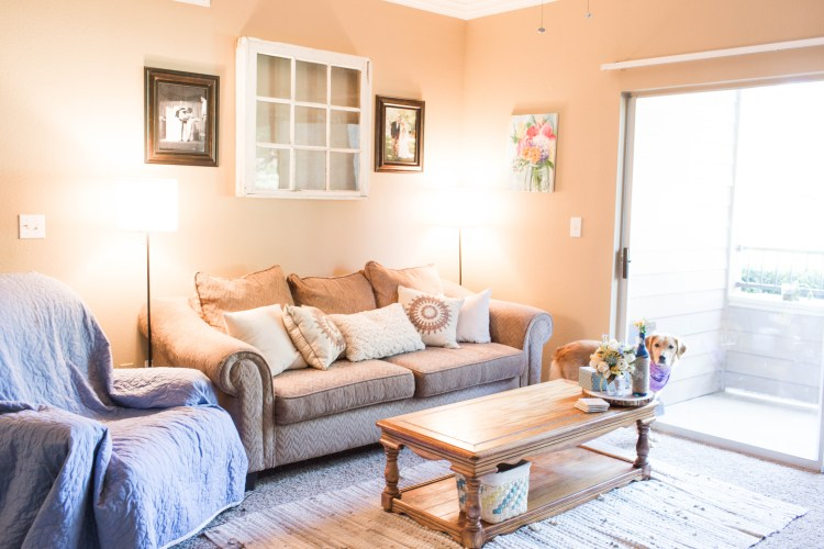 Check out our new apartment tour! | read more at happilythehicks.com