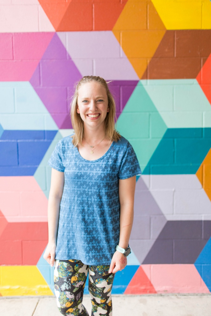 Go back to school shopping with LuLaRoe- Perfect T and printed leggings! | read more at happilythehicks.com