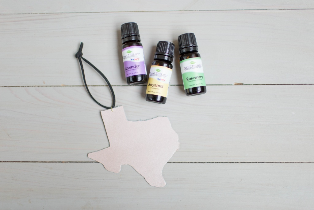 Make your own leather essential oil diffusers in just a few easy steps! | read more at happilythehicks.com